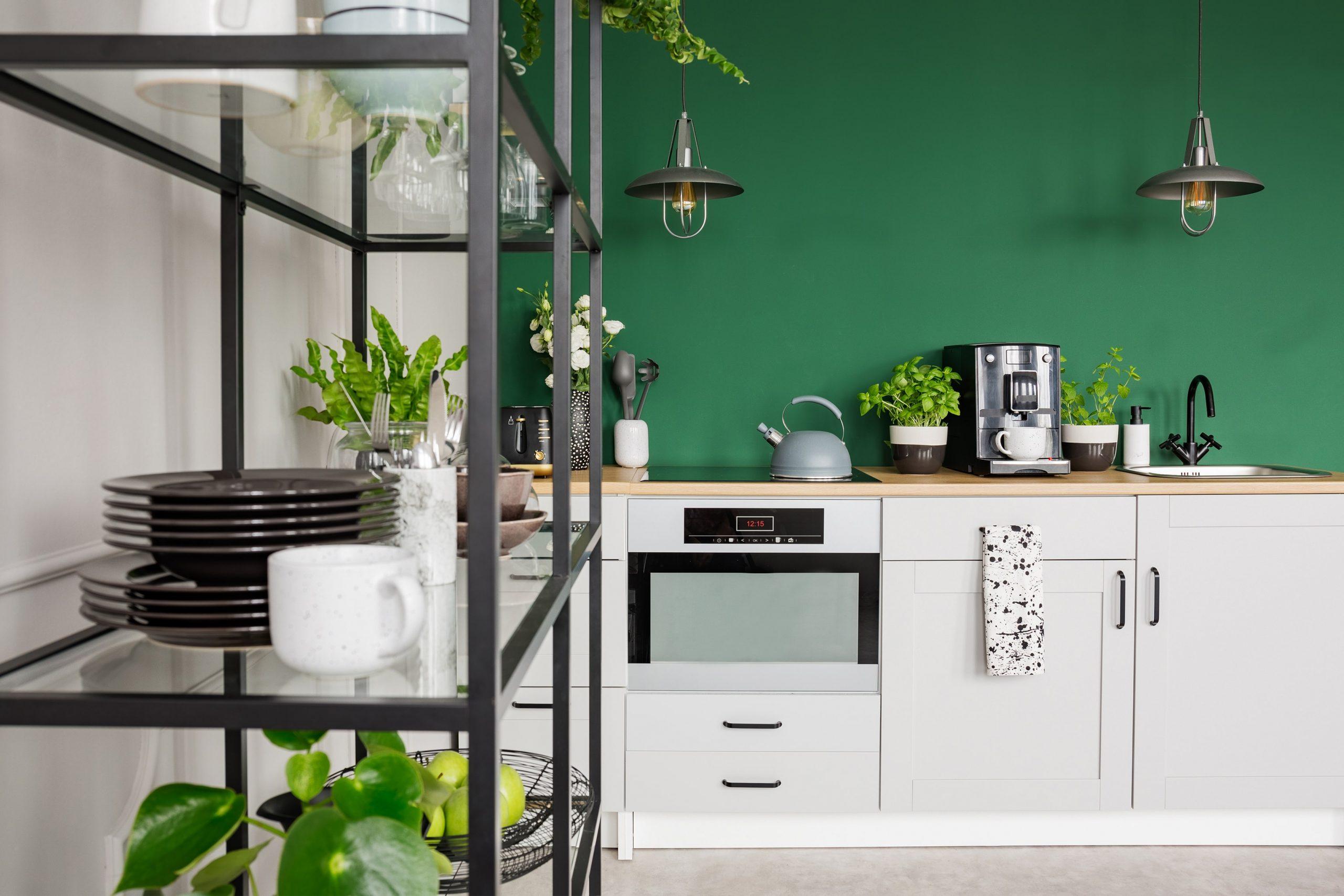 Ako vyzdobiť kombinovanú malú obývaciu izbu s jedálňou